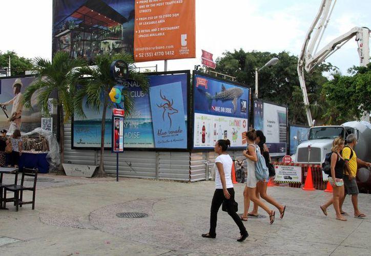 El presidente de la Fundación para la Inversión de la Riviera Maya, Wilberth Gutiérrez, estima un buen cierre de año para Playa del Carmen.  (María Mauricio/SIPSE)