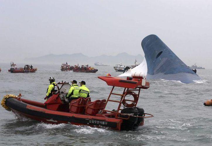 Flota estadounidense se encuentra apoyando a Corea del Sur en las labores de rescate. (EFE)