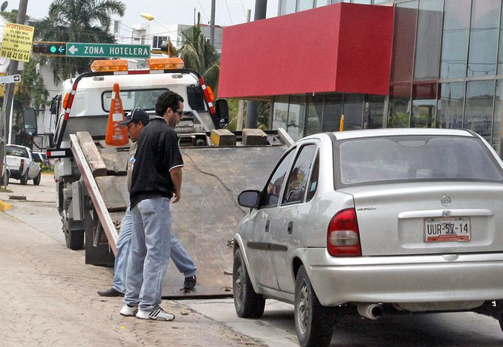 Las autoridades municipales de Tránsito consienten a las concesionarias de grúas. (Jesús Tijerina/SIPSE)