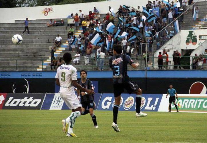 El CF Mérida ha tenido serios altibajos en esta temporada, pues en la Liga de Ascenso están mal, pero en Copa marchan punteros de su grupo. (Milenio Novedades/Archivo)