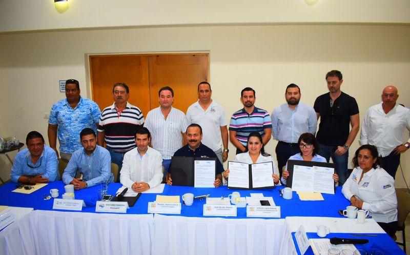 """A invitación de los Asociados Náuticos de Quintana Roo, la candidata a diputada federal por el Distrito 04 de la coalición """"Por Quintana Roo al Frente"""" asume compromisos ante este sector. (Redacción/SIPSE)"""