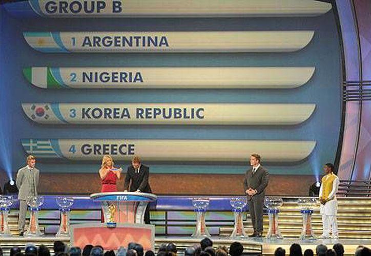 El sorteo de grupos rumbo al Mundial de Brasil 2014 se realizará el viernes 6 de diciembre. En la foto, el sorteo correspondiente al Mundial de 2010.(espndeportes.com/Foto de archivo)
