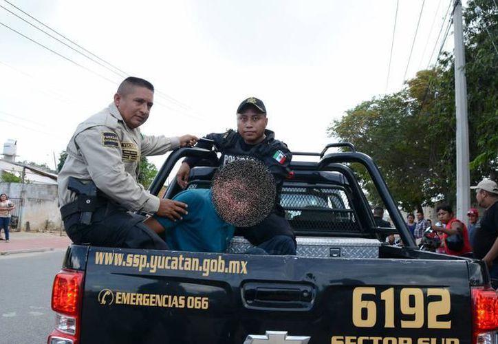 Policías trasladaron al presunto responsable a la Fiscalía Investigadora con sede en Izamal. (SIPSE)