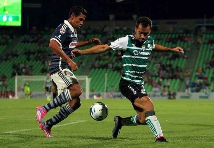 Si Santos quiere eliminar a Chivas de semifinales debe comenzar por hacer prevalecer el invicto que tiene desde hace 8 años sobre el Rebaño Sagrado en Torreón. (bereavision.tv)