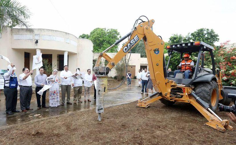 Con una inversión de seis millones de dólares dio inicio este viernes la construcción en Mérida del hotel Wayam by Xixim en la avenida Colón. (Fotos cortesía del Gobierno)