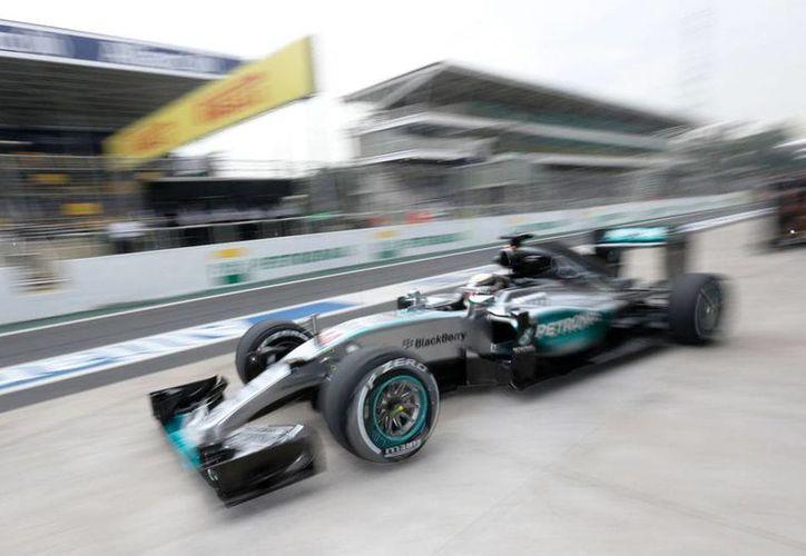 Lewis Hamilton, el virtual campeón de la temporada 2015 de Fórmula 1, no ha podido demostrar su hegemonía en las prueba de las últimas dos carreras, México y Brasil. (AP)