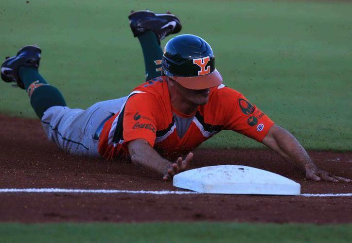 Brian Barden llegó a tercera base, pero Leones no pudo ganar...una vez más. (Milenio Novedades)