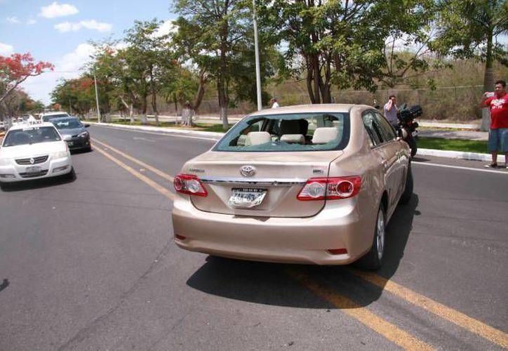 En choque entre taxistas del FUTV y choferes del Uber dejó un saldo de 10 denuncias: ocho por daño en propiedad ajena y dos por lesiones. (Milenio Novedades)