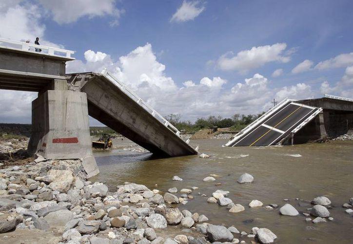 Los embates del huracán 'Odile' destruyeron varios tramos carreteros en Baja California Sur. (AP)
