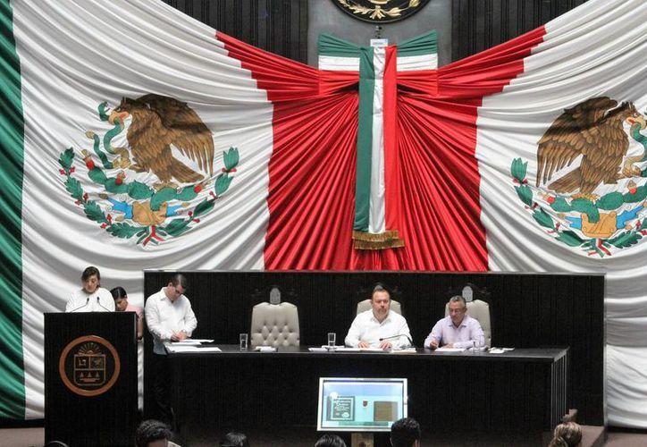 Es una fecha histórica, porque a partir de esta Legislatura que encabeza el PAN tendrán un cambio a favor de Q. Roo. (Carlos Horta/ SIPSE)