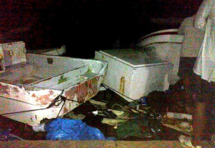 Además del hundimiento de varias embarcaciones, algunos pescadores perdieron el avituallamiento para salir a la pesca de pepino de mar. (SIPSE)