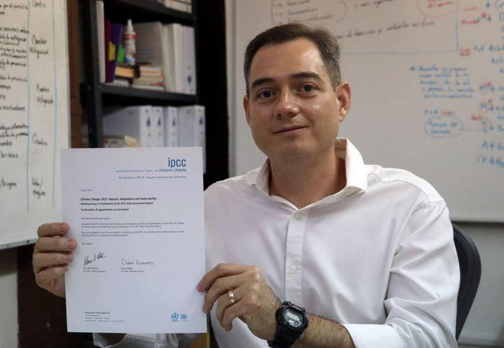 """El profesor e investigador del """"Hideyo Noguchi"""", Mauricio Domínguez. (Milenio Novedades)"""