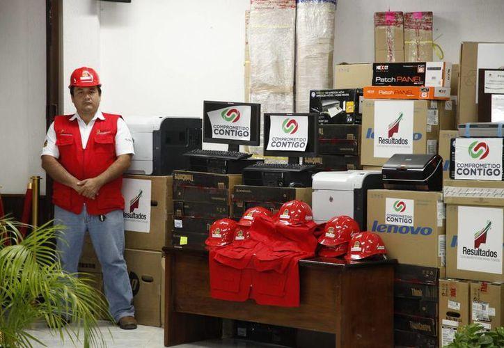 En días pasados se hizo entrega oficial del equipo de cómputo y software, por un monto de tres millones 961 mil 200 pesos. (Redacción/SIPSE)