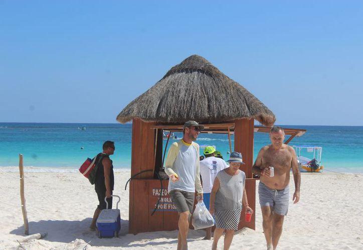 Los usuarios del servicio de paseo al arrecife son los visitantes que llegan por sus propios medios a Tulum. (Sara Cauich/SIPSE)