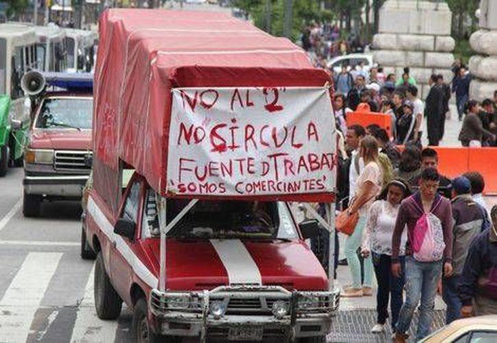 Como parte de las manifestaciones contra los cambios al Hoy no circula, se realizaron diversos bloqueos y caravanas en el DF. (Milenio)
