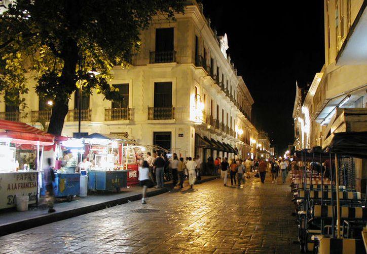 Se entregaron tres grúas para el alumbrado público en Mérida. (Foto: Contexto)