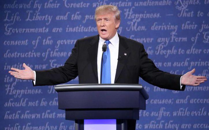El candidato republicano a la presidencia de los Estados Unidos, Donald Trump, ofrece un duro discurso contra la inmigración ilegal y prometió construir un muro en la frontera con México. (EFE/Archivo)