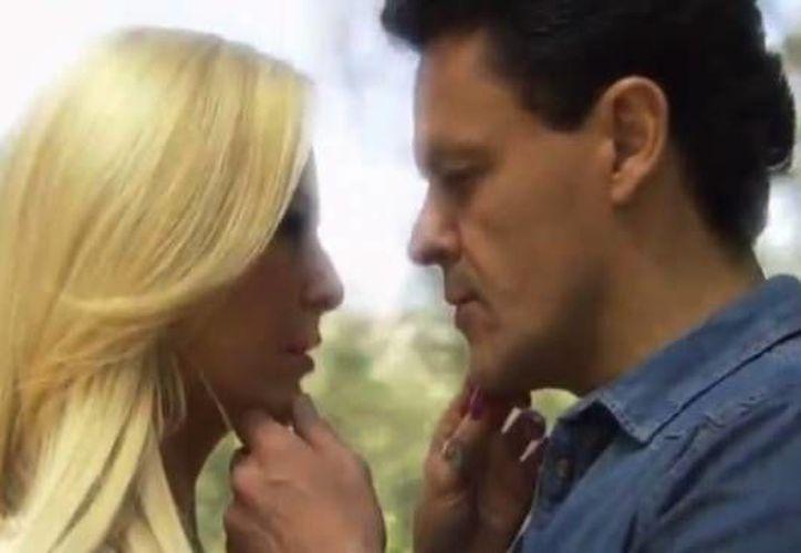 Así fue la última escena de Pedro Fernández en la telenovela Hasta el fin del mundo. En la imagen, con Marjorie de Sousa. (trompe.pe)