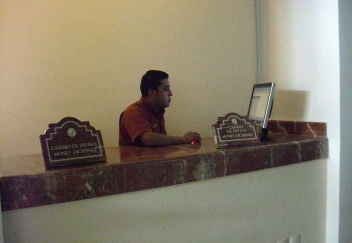 Capacitan a gerentes y encargados de los centros de hospedaje. (Adrián Barreto/SIPSE)