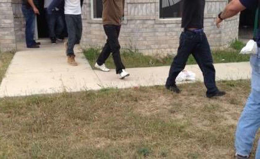 A lo largo del pasado fin de semana, los agentes de la Patrulla Fronteriza arrestaron también a unos 90 indocumentados en distintas casas. (telemundo40.com)