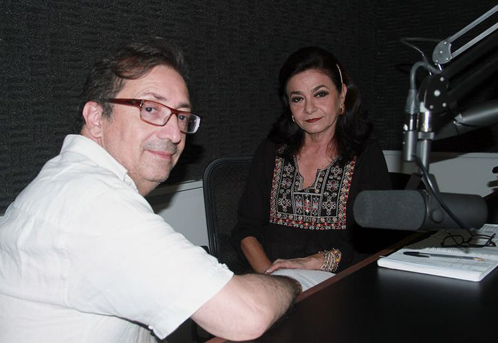 """Marilis Escalante y Cristian Rojas Rojas durante la transmisión de """"Salvemos una Vida"""". (Jorge Acosta/Milenio Novedades)"""