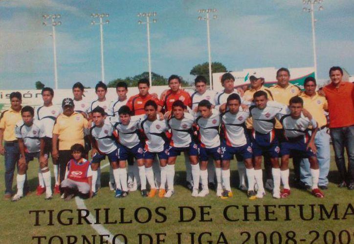 Recuerda de del club felino salió Luis Fuentes, al cual vio crecer futbolísticamente y que ahora triunfa en la primera división profesional. (Miguel Maldonado/SIPSE)