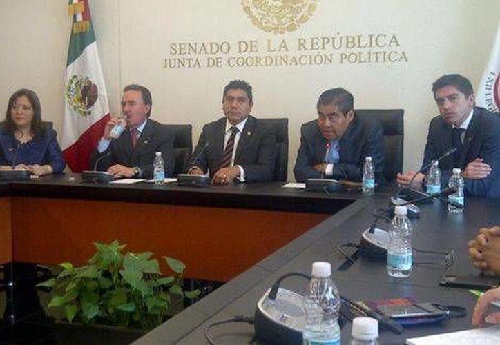 Jorge Luis Preciado (centro) aseguró que el PAN no se va a aislar en el debate de la reforma energética. (Milenio)