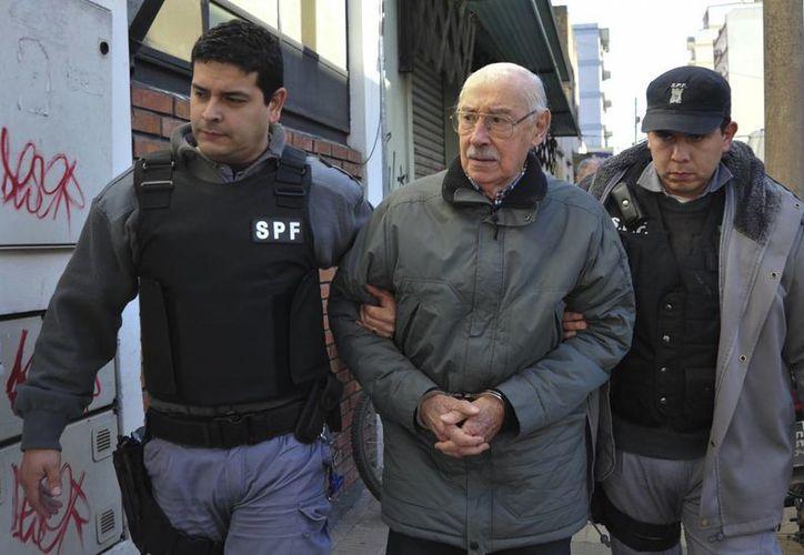 El exdictador al ser  escoltado hacia una corte en julio de 2012.