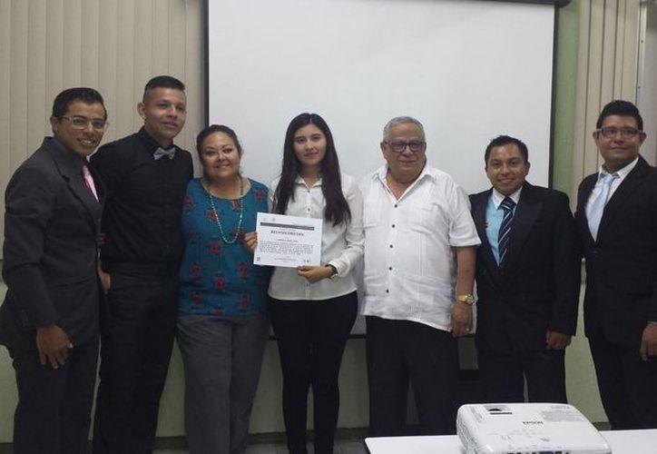 Los alumnos trabajaron en la realización de un documento dirigido a fortalecer la organización empresarial. (Ángel Castilla/SIPSE)
