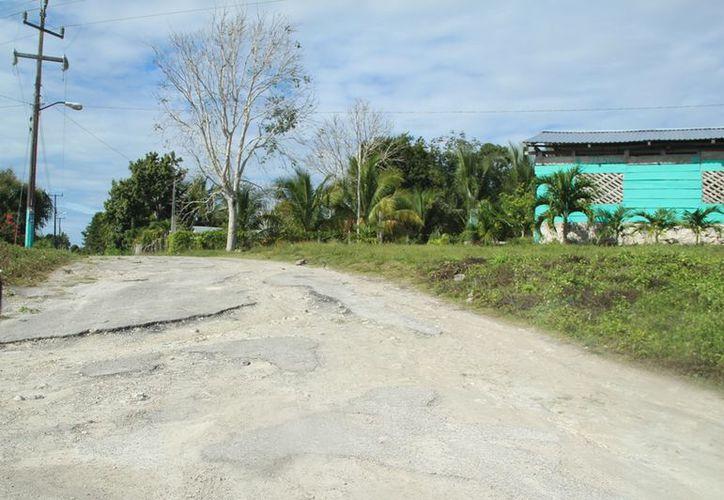 Desde hace tres décadas las autoridades no llegan a realizar obras en las calles de San José de la Montaña. (Carlos Castillo/SIPSE)