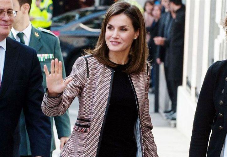 Los insultos verbales hacia la Reina Letizia, se registraron a la salida de la Organización Médica Colegial. (Vanguardia MX)