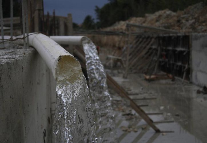 El agua de la región es muy dura y contiene alto nivel de minerales, por lo que los trabajos de la CAPA se enfocan en mejorar su calidad. (Harold Alcocer/SIPSE)