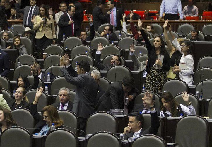 Los legisladores de izquierda señalaron que la reforma endurecerá los castigos a deudores. (Notimex)