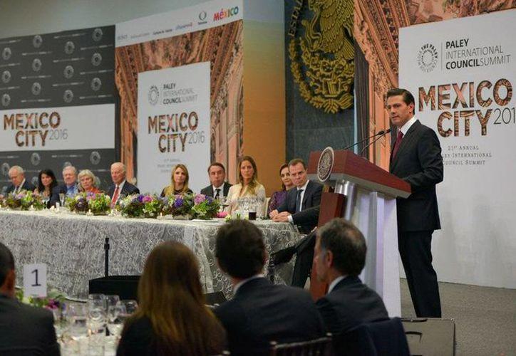 'En tanto más personas en EU conozcan mejor a México, sabrán que somos más que vecinos, somos amigos' dijo Peña Nieto durante su discurso en en la residencia oficial de Los Pinos. (@EPN)