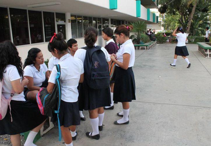 Los alumnos recibirán cursos intensivos para que logren aprobar el examen de admisión. (Harold Alcocer/SIPSE)