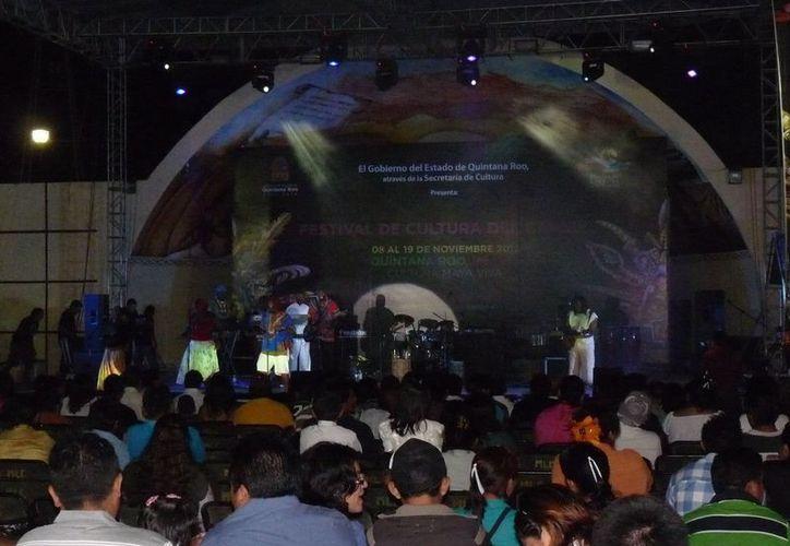 Ajeno al Festival de Cultura del Caribe no se concreto ninguna otra actividad, por aquello del desinterés de las autoridades por promover y preservar la cultura maya. (Carlos Yabur/SIPSE)