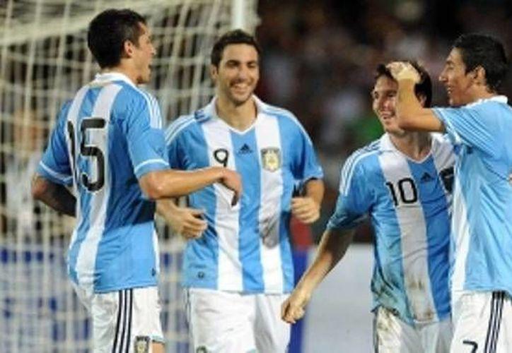 Higuaín y Messi jugarían en el Andrés Quintana Roo. (Foto: Internet)