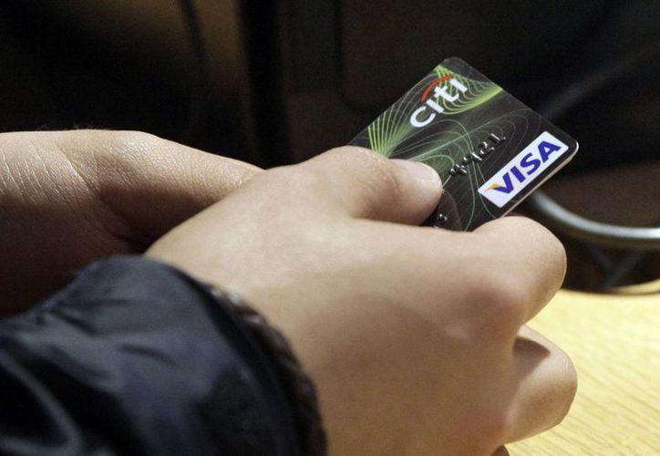 Según la Condusef, el monto promedio reclamado en transacciones con tarjeta de crédito fue de 1,869 pesos. (Foto de archivo/Agencias)