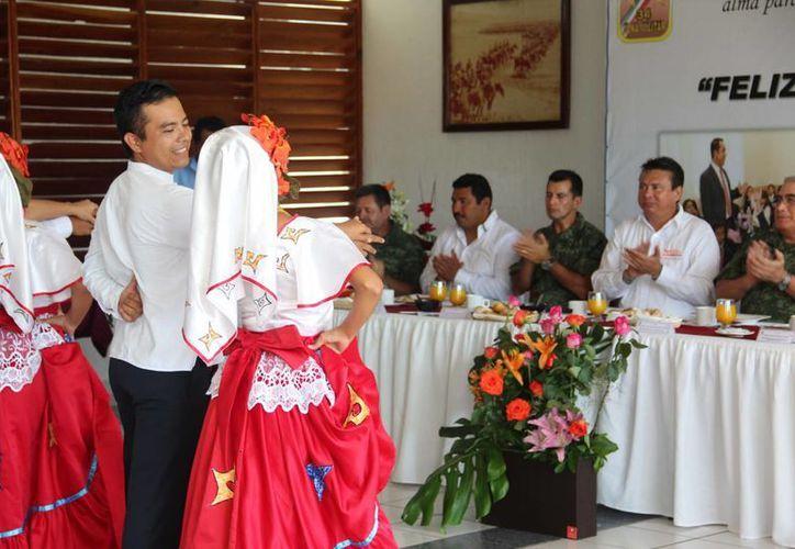 En la celebración se llevaron a cabo diferentes actividades para festejar a los maestros. (Redacción/SIPSE)