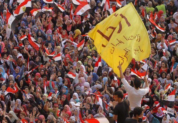 Mursi acusa a los seguidores de Mubarak de incitar la violencia. (Agencias)