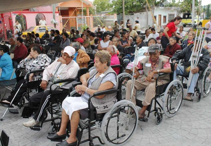 Los discapacitados, listos para recorrer las nuevas instalaciones del CRIM. (Jesús Tijerina/SIPSE)