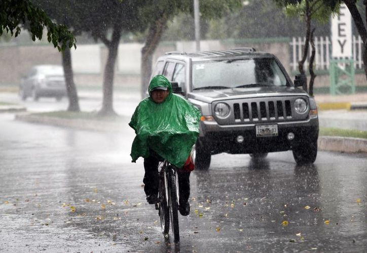 Las lluvias continuarán este jueves en Mérida. (Christian Ayala/SIPSE)