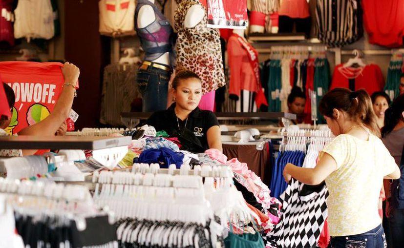 Los comerciantes se preparan con promociones y ofertas para El Buen Fin. (Christian Ayala/Milenio Novedades)