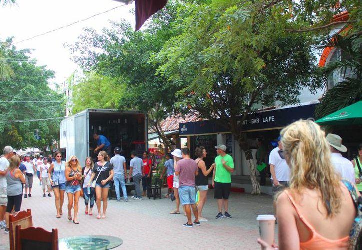 Tras 13 años de operación, el bar La Fe, ubicado en la Quinta Avenida de Playa del Carmen, fue cerrado ayer. (Daniel Pacheco/SIPSE)