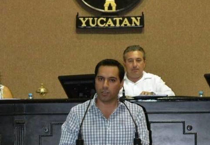El diputado Mauricio Vila Dosal durante su intervención en la sesión del jueves en el Congreso de Yucatán. (SIPSE)
