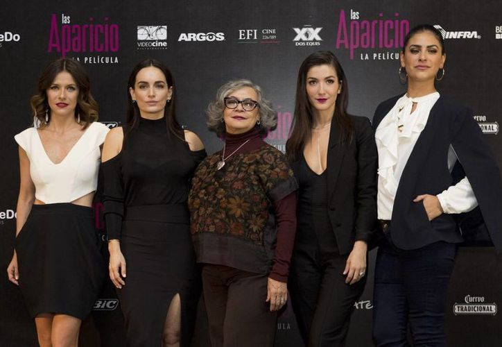 En imagen Iliana Fox, Ana de la Reguera, Maria del Carmen Farias, Erendira Ibarra y Liz Gallardo quienes protagonizan 'Las Aparicio. La película'. (AP)