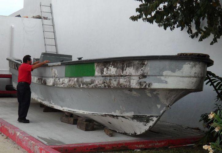 La nave requiere de mantenimiento correctivo con fibra de vidrio. (Julián Miranda/SIPSE)