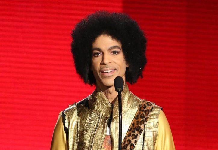 Las ventas de canciones y discos de Prince han aumentado tras su repentina muerte. El autor de 'Purple Rain' sin duda será recordado como uno de los íconos musicales del siglo XXI. (Archivo AP)