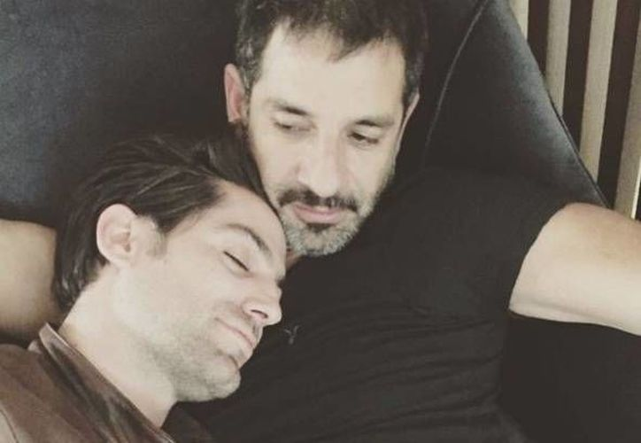 El actor Miguel Rodarte (d) despidió con un mensaje tierno al también actor Renato López (Instagram)