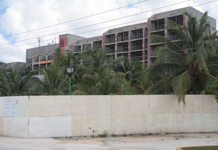 El proyecto de remodelación es ingresar al segmento de gran turismo y abrirá con dos hoteles. (Julián Midanda/SIPSE)